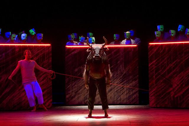 Johan Reuter as Theseus and John Tomlinson as the Minotaur in The Minotaur © Bill Cooper/ROH 2008