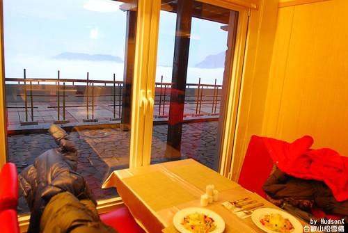 晚餐的座位也可以看到雲海