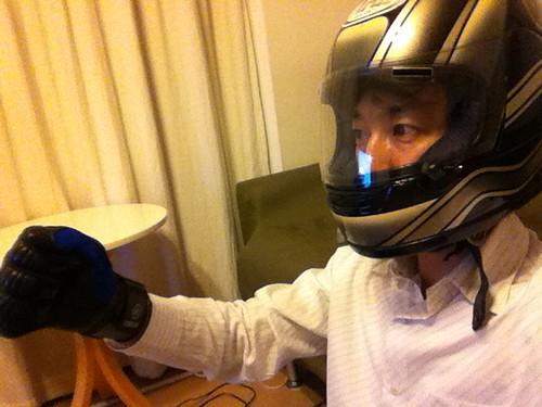 ヘルメットとグローブをいただきました