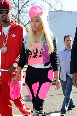 normal_Goff_Minaj_LHR_220412_3
