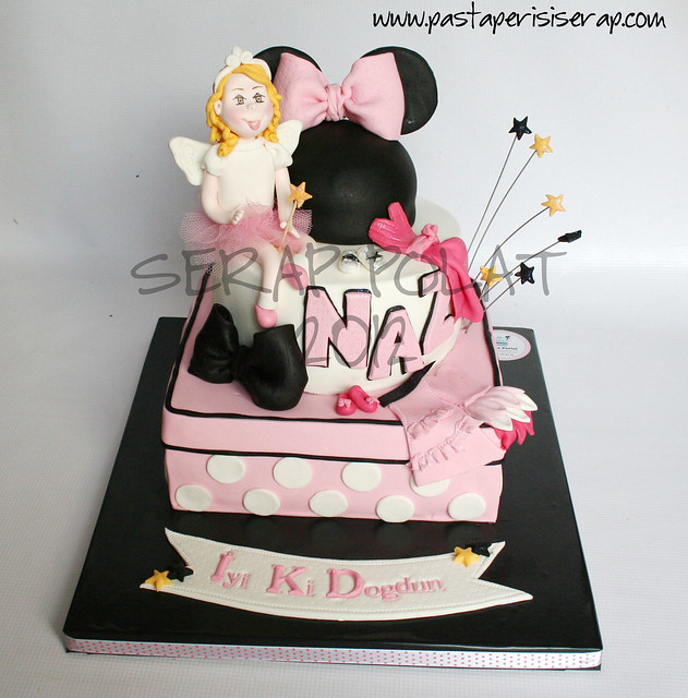 Minnie mouse cake- Naz