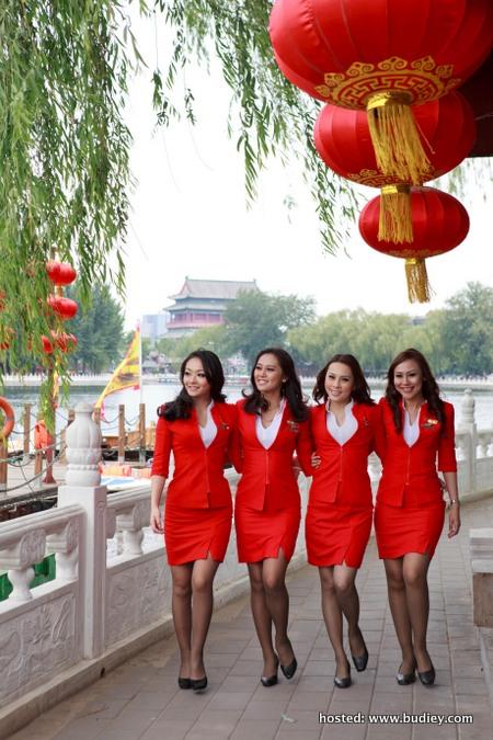 Picture 1.AirAsia X Crew at Hou Hai (Back Lake)
