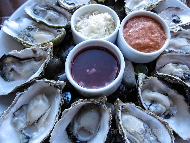 Dozen Fanny Bay oysters