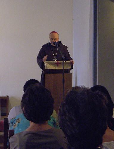 Biskop Anders Arborelius predikar