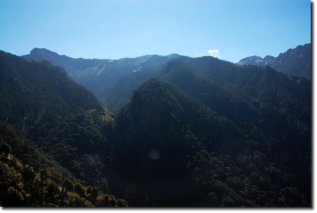 西峰下觀景台仰望玉山主稜