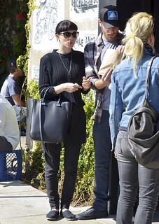Rooney Mara Toms Celebrity Style Women's Fashion