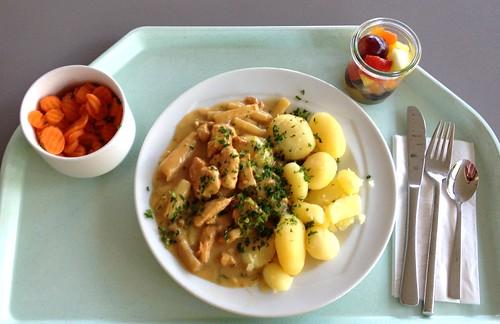 Putengeschnetzeltes mit Spargel / Turkey strips with asparagus