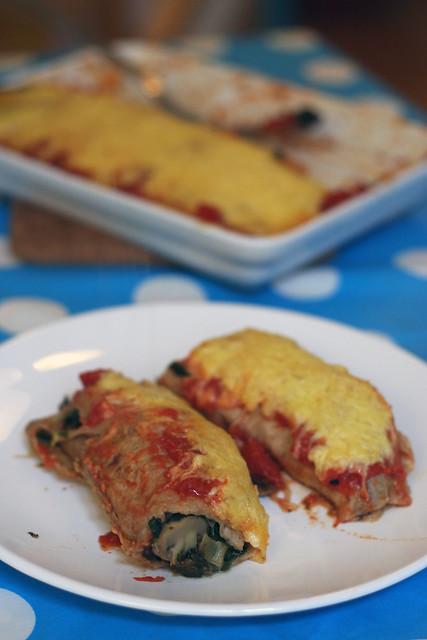 überbackene enchiladas mit spinat & pilzen