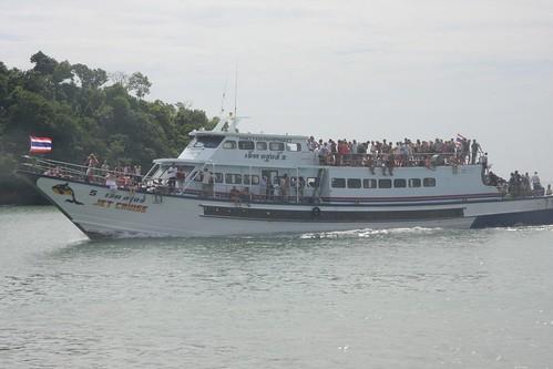 去pp岛路途中的船