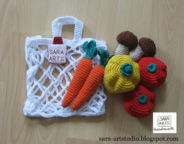 Crocheted Shopping Bags with Vegetables