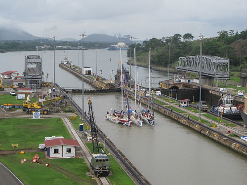 Canal de Panama: il n'y a pas que des gros bateaux qui passent par le Canal de Panama; il y a aussi des voiliers...
