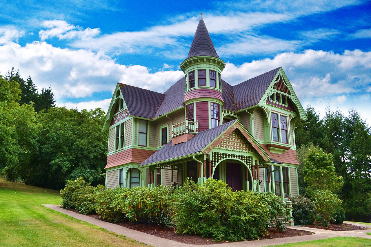 Architectural styles of victorian homes a 5 minute guide for Queen anne style