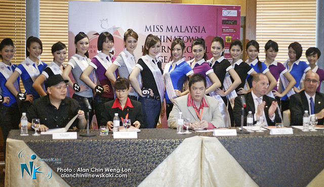 Group photo of Miss Chinatown International Pageant 2012