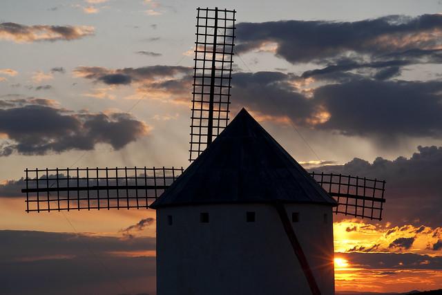 Cuatro fiestas verano viajar AVE - Molinos en Ciudad Real