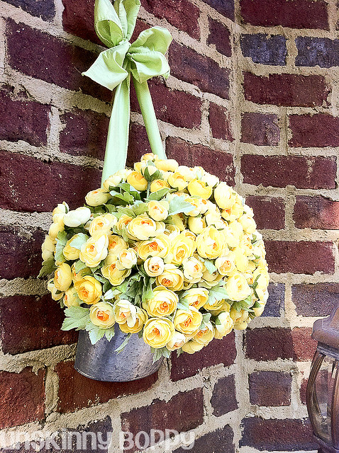 Everyblooming Originals Galvanized Door bucket with ranunculus