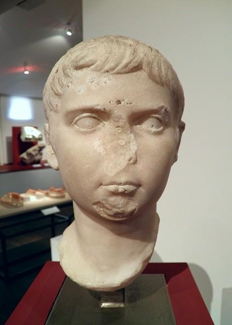 Tête d'Agrippa Postumus (12 avant notre ère - 14 de notre ère), retrouvée à Béziers en avril 1844 dans la maison Gasc, à l'emplacement du forum, MSR, Musée Saint-Raymond