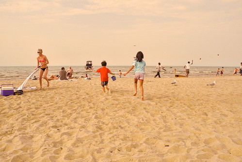 summer sun beach kids fun sand lakemichigan chicagoist banias p7000 millerbeach benchorizo