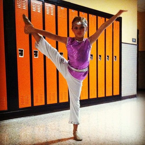 Warming up for the recital. #hannah #dance