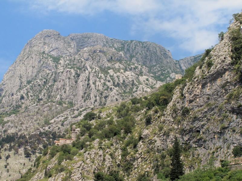 Forteresse de Kotor dans la montagne