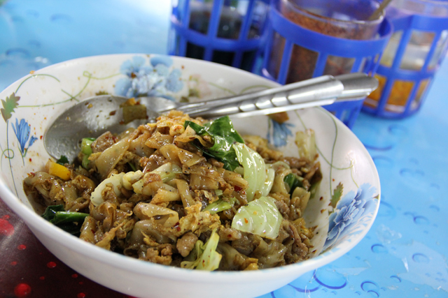 Pad See Ew (Wide Rice Noodles w/ Soy Sauce) ผัดซีอิ๊ว