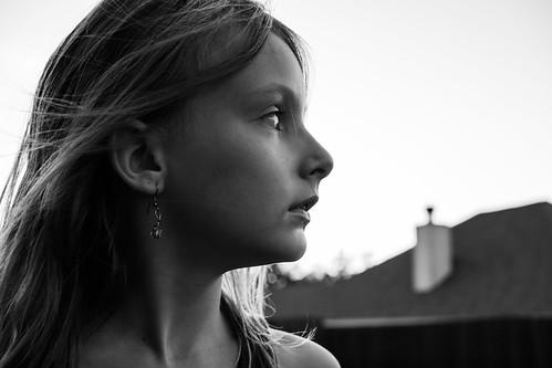 [フリー画像素材] 人物, 子供 - 女の子, 人物 - 横顔・横を向く, アメリカ人, モノクロ ID:201206241200