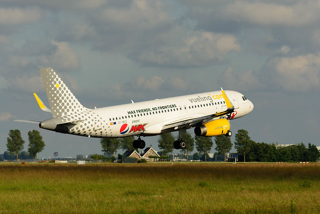 """Max Friends - No Frontiers"" EC-MEQ Vueling Airbus A320"