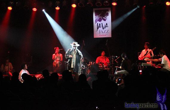 Java-Jazz-Festival-2012-Sujiwo-Tejo-(6)