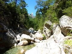 Fiumicelli inférieur : peu après le départ, Punta di Fiumiceddi dans l'axe du ruisseau du Fiumiceddi