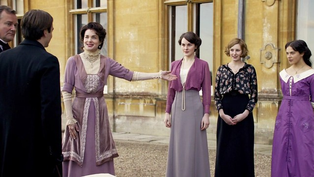 DowntonAbbeyS01_presentingdaughterstoDuke_lavender
