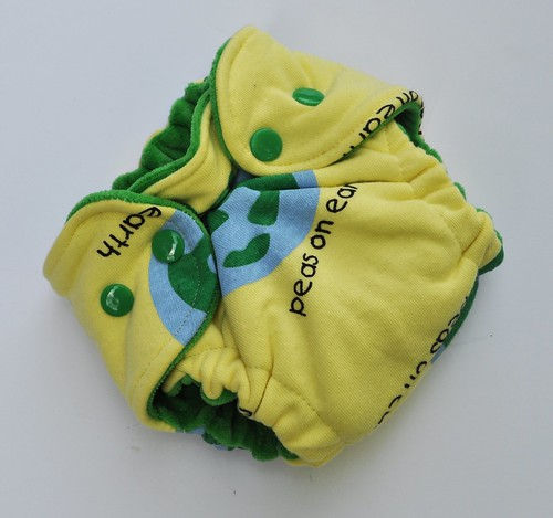 Bumstoppers Newborn Peas on Earth  Fitted