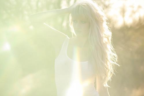 [フリー画像素材] 人物, 女性, タンクトップ, 女性 - 金髪・ブロンド, アメリカ人 ID:201206091800