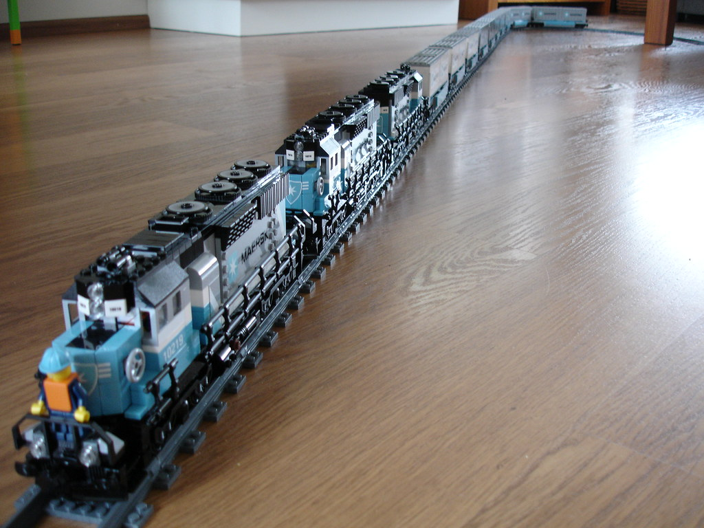Lego 10219 Maersk Train A Photo On Flickriver