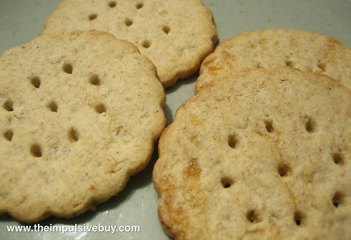 Nabisco Newtons Fruit Thins (Apple Cinnamon Oat and Lemon Crisp) Closeup