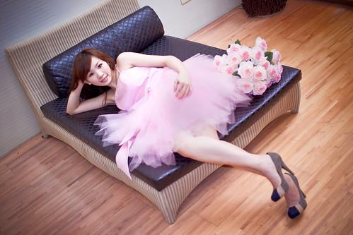 [フリー画像素材] 人物, 女性 - アジア, 女性 - 横たわる・寝転ぶ, ワンピース・ドレス, 台湾人 ID:201207171800