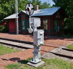 61112-176, Crossing Signal & RR Depot
