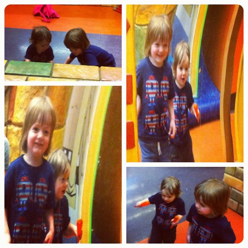 Boys have fun with magic mirrors at imaginon (and mommy has fun with Diptic app)