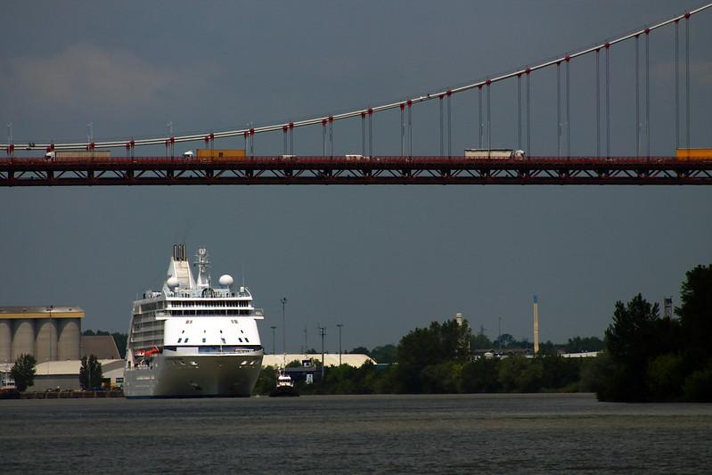 Arrivée du paquebot Seven Seas Voyager sur Bordeaux - 30 mai 2012