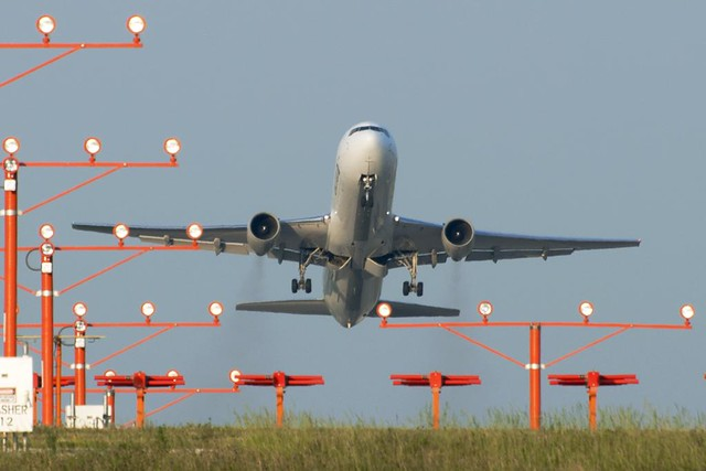United Airlines Boeing 767-322 (N653UA)
