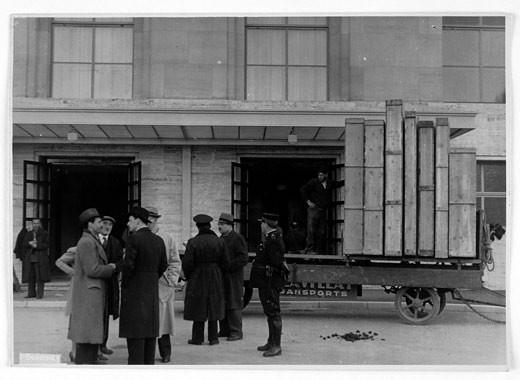 Llegada de las cajas que contenían el Tesoro Artístico español a la sede de la Sociedad de Naciones, Ginebra. Febrero 1939. Colección Carlos Pérez Chacel. Simancas (Valladolid).