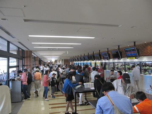 函館競馬場のスタンド2階走路側