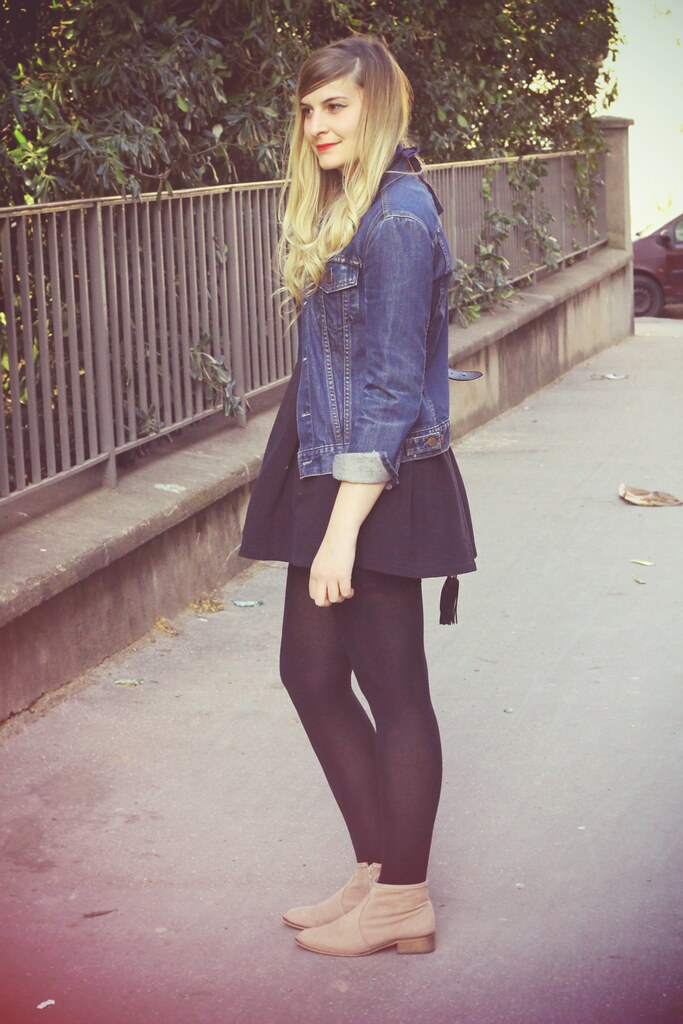 Robe noire et veste en jean