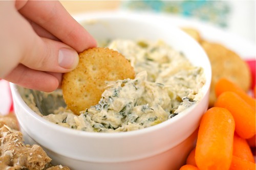 Warm Kale & Artichoke Dip - Lauren's Latest