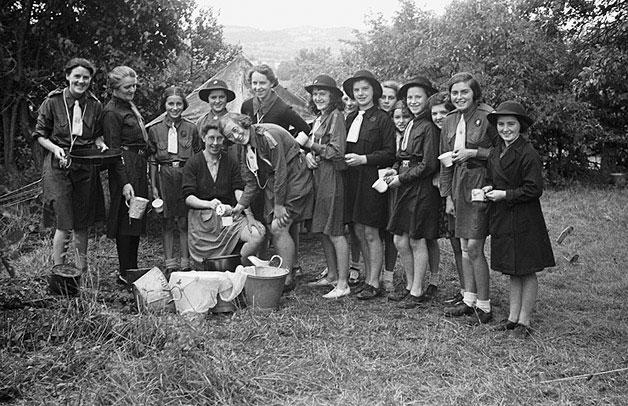 Llanfair Caereinion Girl Guides camping at Llangyniew