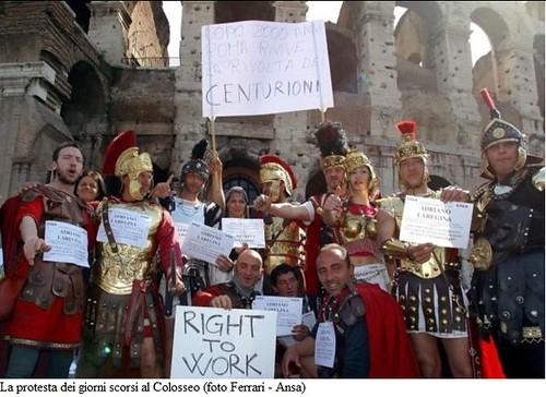 """ROMA - GLADIATORS IN THE COLLOSEUM - Colosseo, tensione tra centurioni e polizia. Alemanno: no ricatti (12/04/2012), cfr: Testo del """"A Phony Rome for Lazy Tourists"""" NEW YORK TIMES articolo nel 1959, citando di il Messaggero di Roma (metà luglio 1959)."""