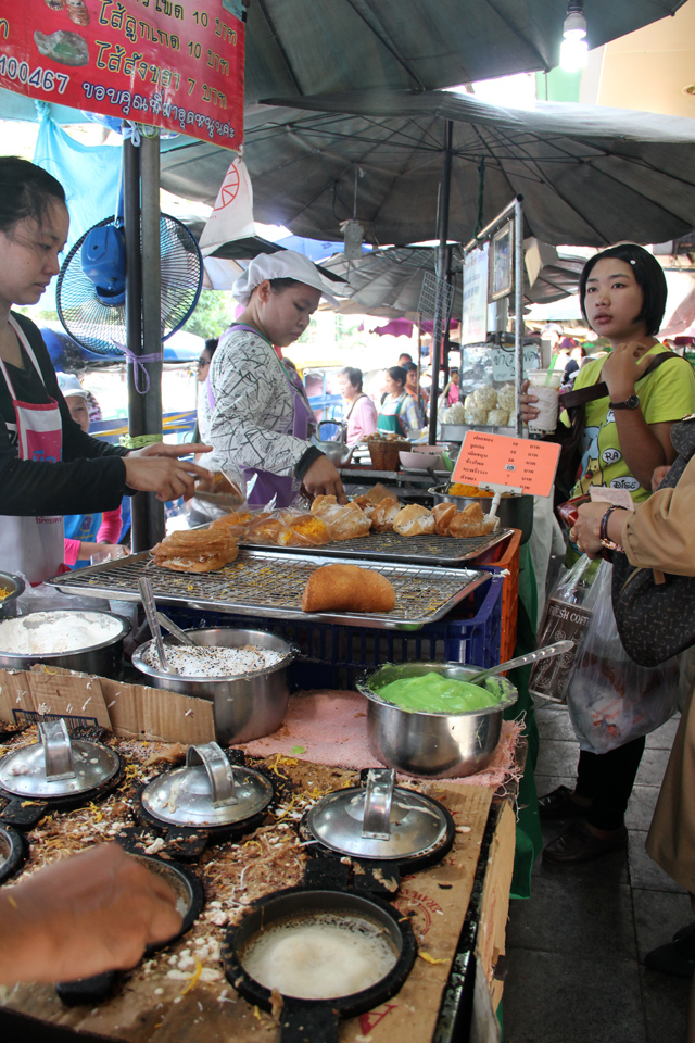 7157468286 fdba9b9d59 o The 6 Most Popular Shopping Markets in Bangkok