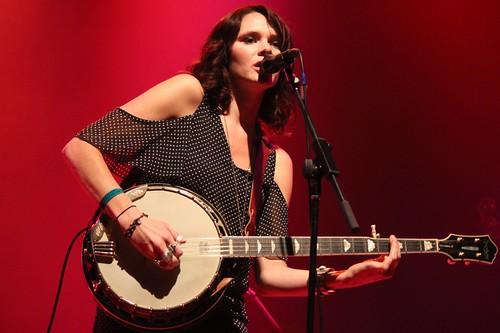 Suzanne Santo banjo red