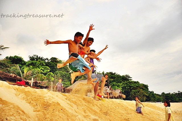 Patar White Beach Play