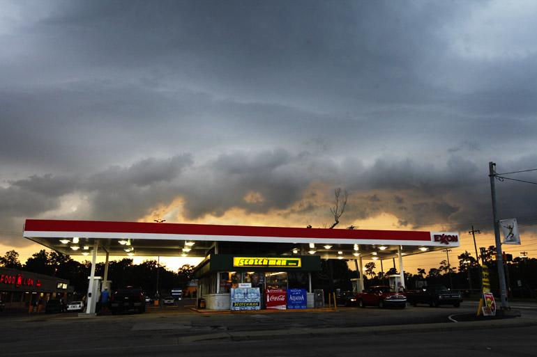 web_gas_tornado-warned_0103