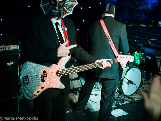 Los Straitjackets I Want Cake