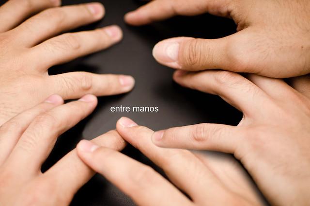 245/366: entre manos